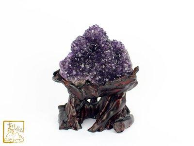 招財鎮宅開智慧-紫水晶花(根雕底座)  重:566g【吉祥水晶專賣店】編號AJ94