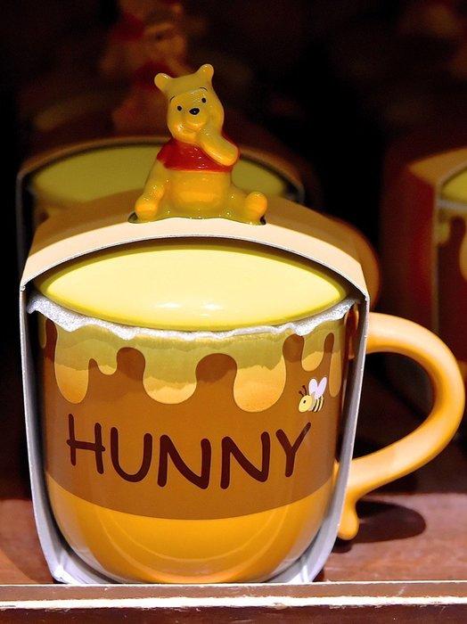 Ariel's Wish-日本東京迪士尼小熊維尼WINNIE蜂蜜罐-附蓋馬克杯立體杯蓋瓷器馬克杯泡茶杯咖啡杯水杯子-現貨
