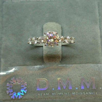 DMM 流星鑽 莫桑石/GIA 鑽石CVD /HPHT 珠寶 摩星鑽 婚戒 高碳鑽  Moissanite 客製化 租借(一克拉/副鑽單顆10分/18k金材質)