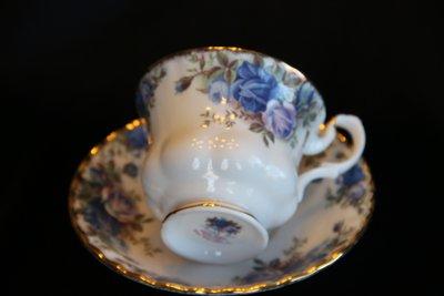 ❃A&EJ Studio❃英國製骨瓷皇家亞伯特Royal Albert 22K鑲金月光玫瑰花咖啡杯盤兩件式【一級品】