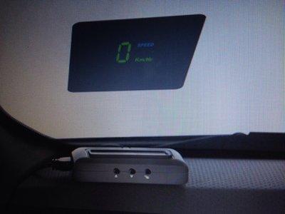 QQ精品店NISSAN TIIDA/SHLPHY/LIVINA專用抬頭顯示器HUD{原廠}優惠價一組2500元(