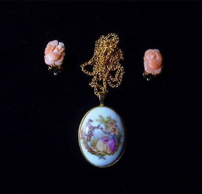 {Thistle vintage} Fragonard刻印手繪小情侶後花園罕見孤品vintage 項鍊 含運1499