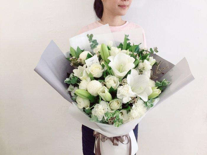 V062。清新。白百合白綠色系。玫瑰花束。台北西門歡迎自取【Flower&House花藝之家】