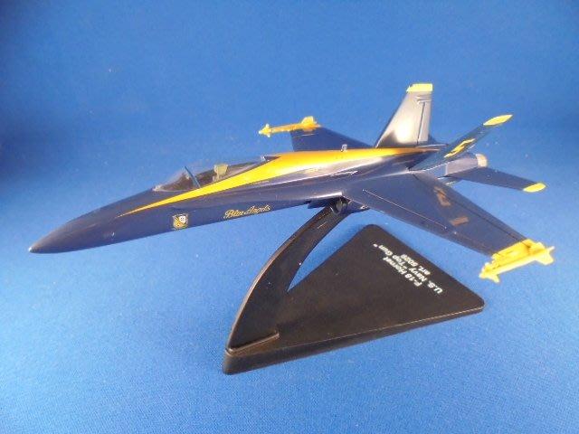 F-18 藍天使表演機(附腳架)