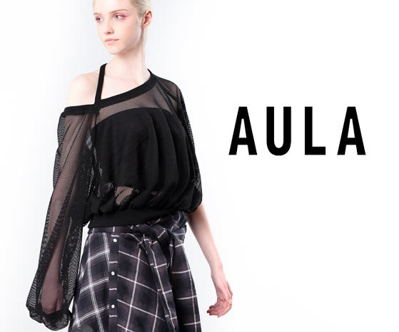 SHINY SPO 獨家代理日本品牌AULA時尚設計款日本製高級純棉網紗簍空露肩不規則開領設計花苞袖造型上衣