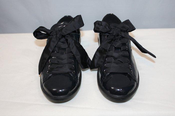 海洋工坊二手名牌旗艦店~PRADA 黑漆皮休閒鞋(Size:36 1/2)