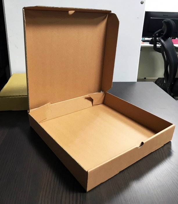 【無敵餐具】8吋-牛皮硬紙披薩盒(100入一捆出貨)PIZZA盒/外帶外賣/較瓦楞紙硬度高【WD0014】