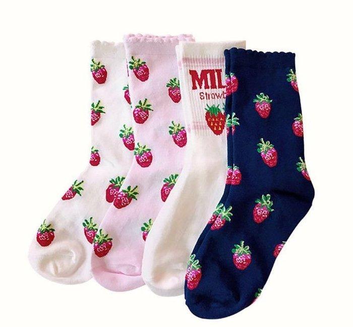 韓系多個草莓中筒襪一雙$45