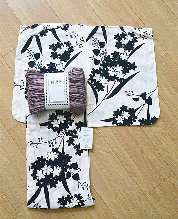 05YUKATA日本 正裝和服 傳統浴衣 白底墨櫻