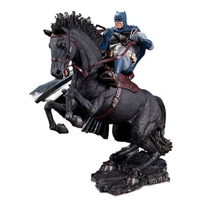 The Dark Knight Returns A Call to Arms Mini Battle Statue