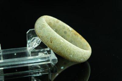 尋寶樂子 台灣製作 天然 珊瑚化石菊花玉(又名發財玉)玉鐲 手鐲 手環 MR0003 手圍:19.5 (大碼手圍)