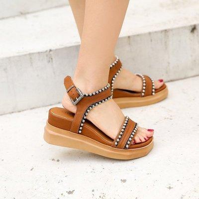~皮皮創~原創設計手工女鞋。歐美風羊皮鉚釘厚底露趾坡跟涼鞋