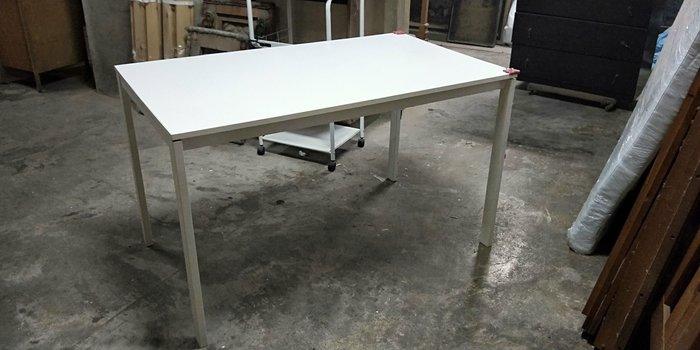 二手商場...4.3尺白色餐桌