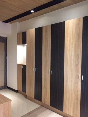 台中系統櫃優惠中-11尺時尚雙開門系統展示高櫃 { 湯姆 雙開門系統展示櫃 } 隨心跳色 客製化設計