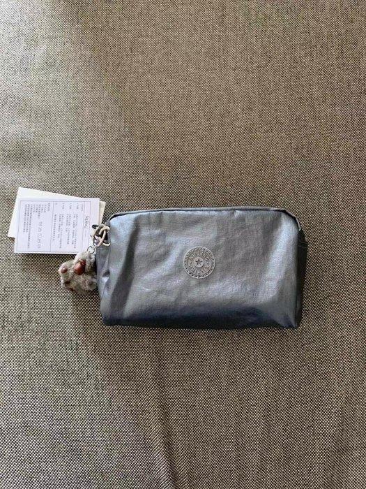 凱莉代購 Kipling KI4542 雪花銀 猴子包 GLEAM 化妝包 手拿包 大容量 盥洗包 旅行 預購