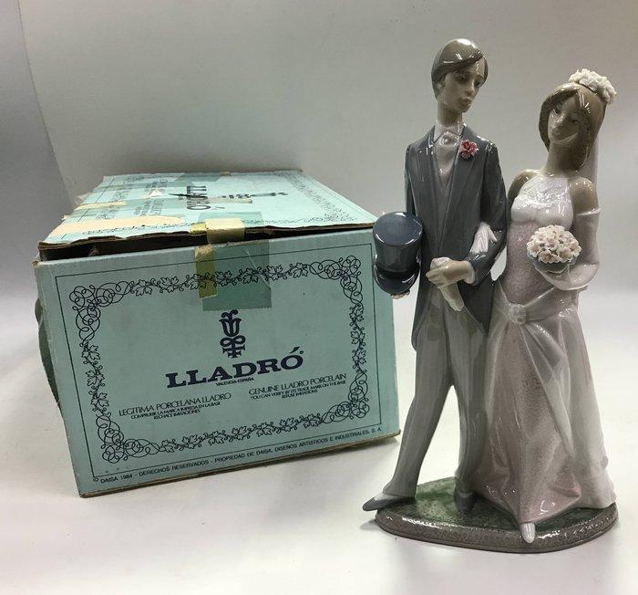 【藏舊尋寶屋】西班牙名瓷 Lladró雅緻 瓷偶《新婚大吉》附紙盒※708230726083D※〈歐洲頂級 手工名瓷〉