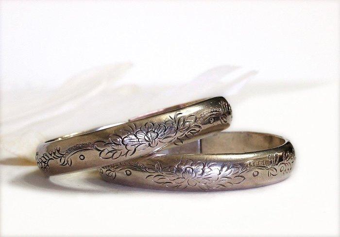 銀囍古董銀飾--老銀手鐲 純銀手鍊 山西牡丹團壽對鐲 手工鏨刻 成雙成對 藏品低于成本價 釋出典藏