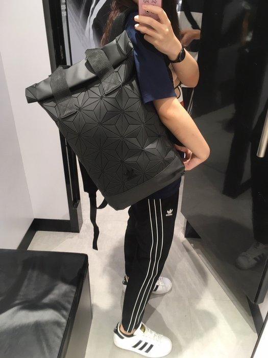 【豬豬老闆】ADIDAS URBAN 限量 黑色 立體圖案 三宅一生 個性 拼塊 運動 後背包 雙肩包 DH0100