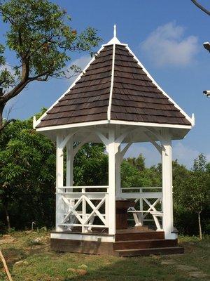 南方松木結構歐式涼亭。木結構涼亭。發呆亭