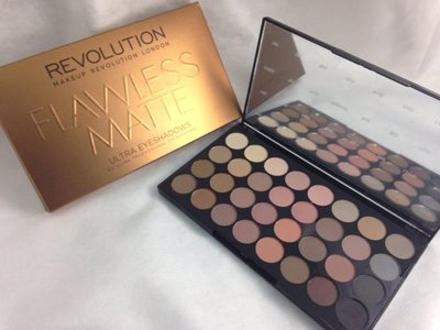 KRISTY美國代購🇺🇸 Makeup Revolution FLAWLESS MATTE 32色霧面大地色系眼影盤
