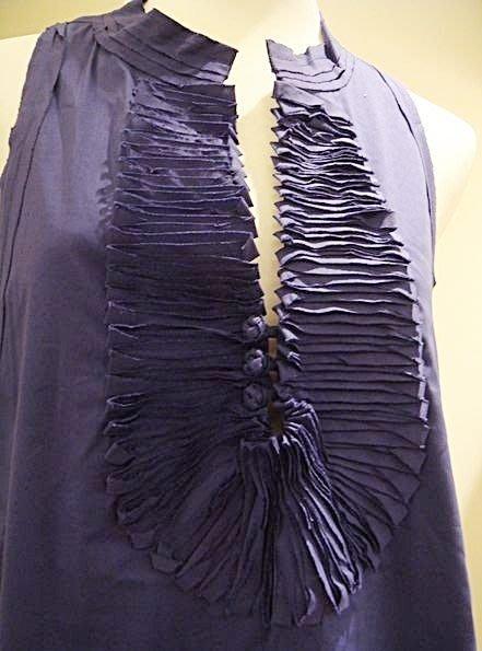 破盤清倉大降價!全新美國名牌 BCBG MAXAZRIA 深 V 領設計款藍紫色背心上衣,低價起標無底價!本商品免運費!