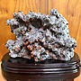 奇士水晶-紅水晶共生黃銅礦礦標-黃銅礦閃亮✨-白水晶本體--有招財洞-附專用木座(多筆賣場,請先詢問)