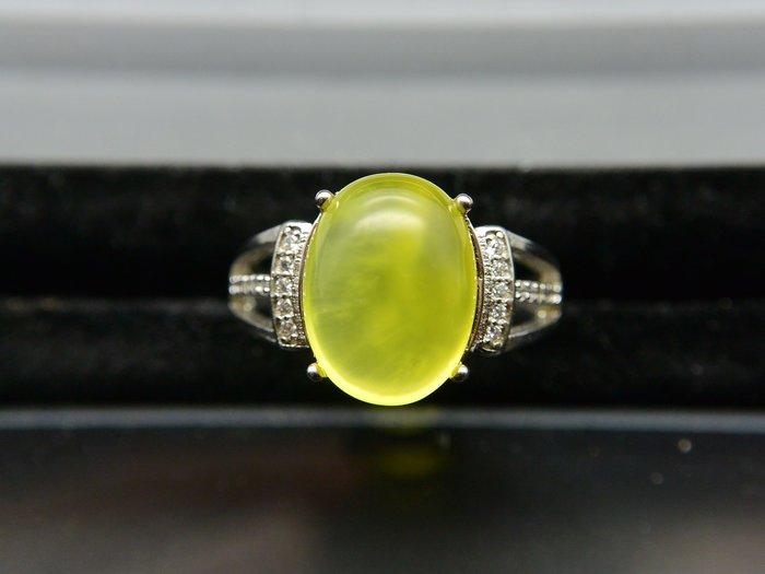 《葡萄石專區》《戒指》天然黃金色葡萄石(prehnite) 橢圓蛋面 簡約款設計戒指 戒子 #12