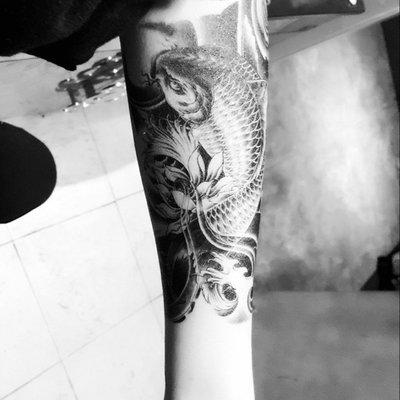 【萌古屋】黑色鯉魚王手臂大圖 - 男女防水紋身貼紙原宿刺青貼紙 K33