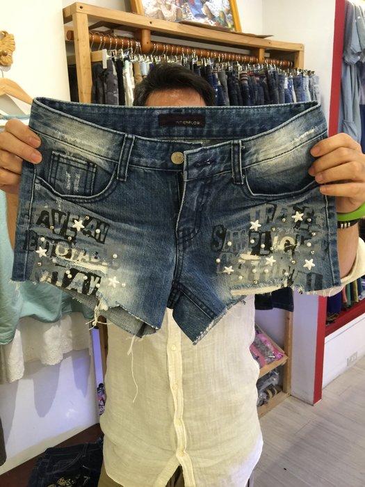 【江南小舖】正韓-英文印字珠珠刷破牛仔短褲**零碼出清