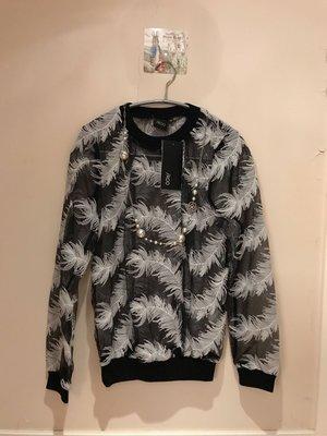 Iroo 熱賣斷貨款 少見羽毛樣式精緻刺繡 透氣舒服不刺膚 100%全新 38號 美麗分享價$1800(含運)