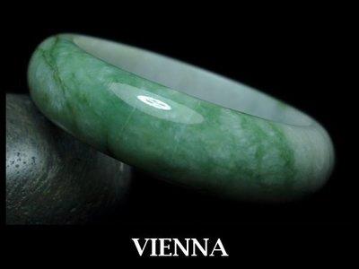《A貨翡翠》【VIENNA】《手圍17.9/16mm版寬》緬甸玉/冰種田園灑葉綠/玉鐲/手鐲Y*-019