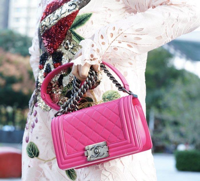 Chanel A67085 Boy quilted Bag 小型 小羊皮菱格紋 Boy 20 cm 肩背包 桃紅