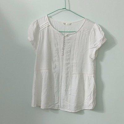 (搬家大出清)日本品牌 nuee米白色短袖女衫,公主袖、傘狀衣擺設計,前片刺繡包釦,尺寸約 M碼。MSgracy AgnesB Week...