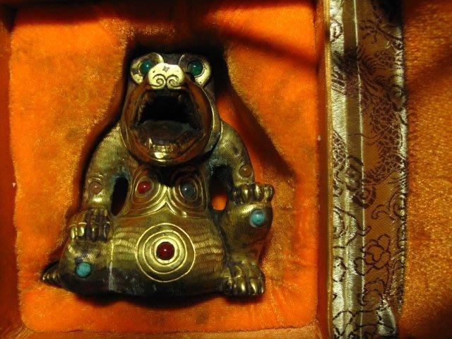 老銅雕◎ 銅鎏金 熊吼 崁玉石珠