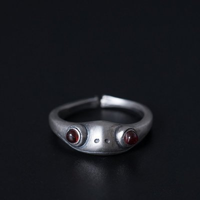 愛尚雜貨鋪 s925銀個性復古青蛙王子戒指 開口可調節創意設計紅玉髓指環 編號k004