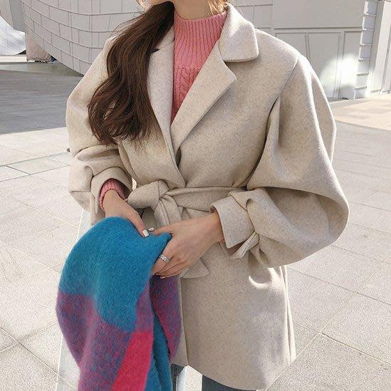 泡泡袖短大衣 西裝領繫腰燈籠袖毛呢外套 艾爾莎【TGK8039】
