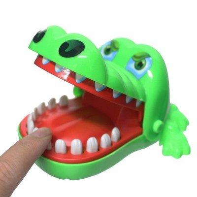 鱷魚拔牙齒 828 瘋狂鱷魚咬咬樂(大)/一個入(促90) 咬人鱷魚 整人玩具 桌遊-創F-T828