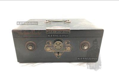【醜老闆選物】日本 昭和初期 古董 鋼製 手提儲金箱 保險箱 收藏 陳列 擺飾 店舖用品 逸品