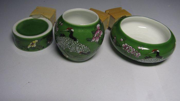 綠孔雀 ~~鳥食罐 鳥食器 鳥食杯 適合 中小型鳥 綠繡眼 小雲雀 金絲雀 間隙12MM