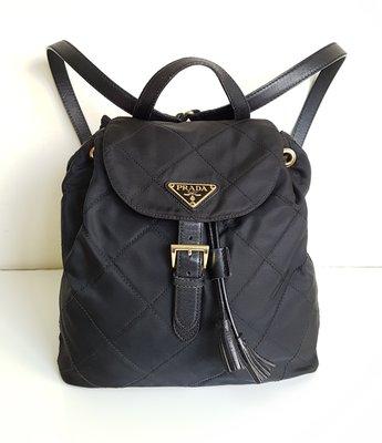 PRADA  經典 LOGO 三角鐵牌  菱格紋  後背包    ,保證真品    超級特價便宜賣