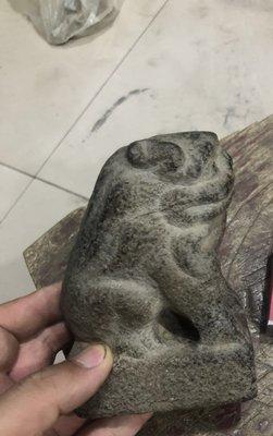 尺寸:12cm*5.5cm*8.2cm民俗老石雕舊石器青石案頭獅子