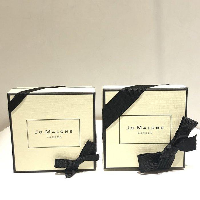 【化妝檯】 英國香氛品牌  Jo Malone 專櫃紙盒(附黑色緞帶) 香水盒  盒子 禮物盒  全新正品  台灣專櫃