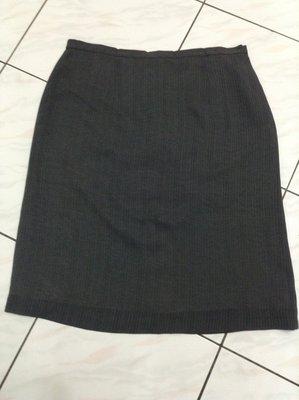 全新 歐荷副牌 夏荷灰色直條紋大尺碼及膝裙  5L 腰圍約40 吋