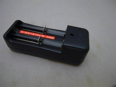 附發票*東北五金*高品質 18650 高級鋰電池 充電電池 3.7V (雙充式專用充電器)