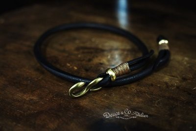 [ Satisfaction ] { DEUCE & CO.}---雙圈古褐色植鞣革黃銅S金具鉤手環