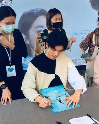 許光漢 柯佳嬿 施柏宇 顏毓麟 親筆簽名 想見你 原著小說+海報