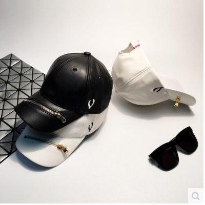 韓版皮質拉鍊V字棒球帽女黑白純色情侶保暖鴨舌帽潮