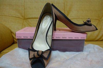 棠小舖 全新 Desire專櫃 霧粉咖啡滾邊 高跟鞋 24號 $599