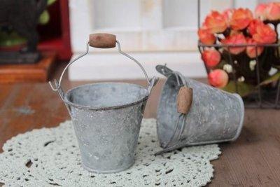 zakka糖果臘腸鄉村雜貨坊    雜貨類.復古舊化小鐵桶木柄小提桶/拼布娃娃園藝裝飾配件.馬口鐵桶.攝影道具.多肉植栽