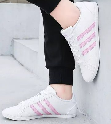 =E.P=ADIDAS CONEO QT 休閒鞋 皮革 防水 白粉 薄底 尖頭 學生鞋 女版 F34703